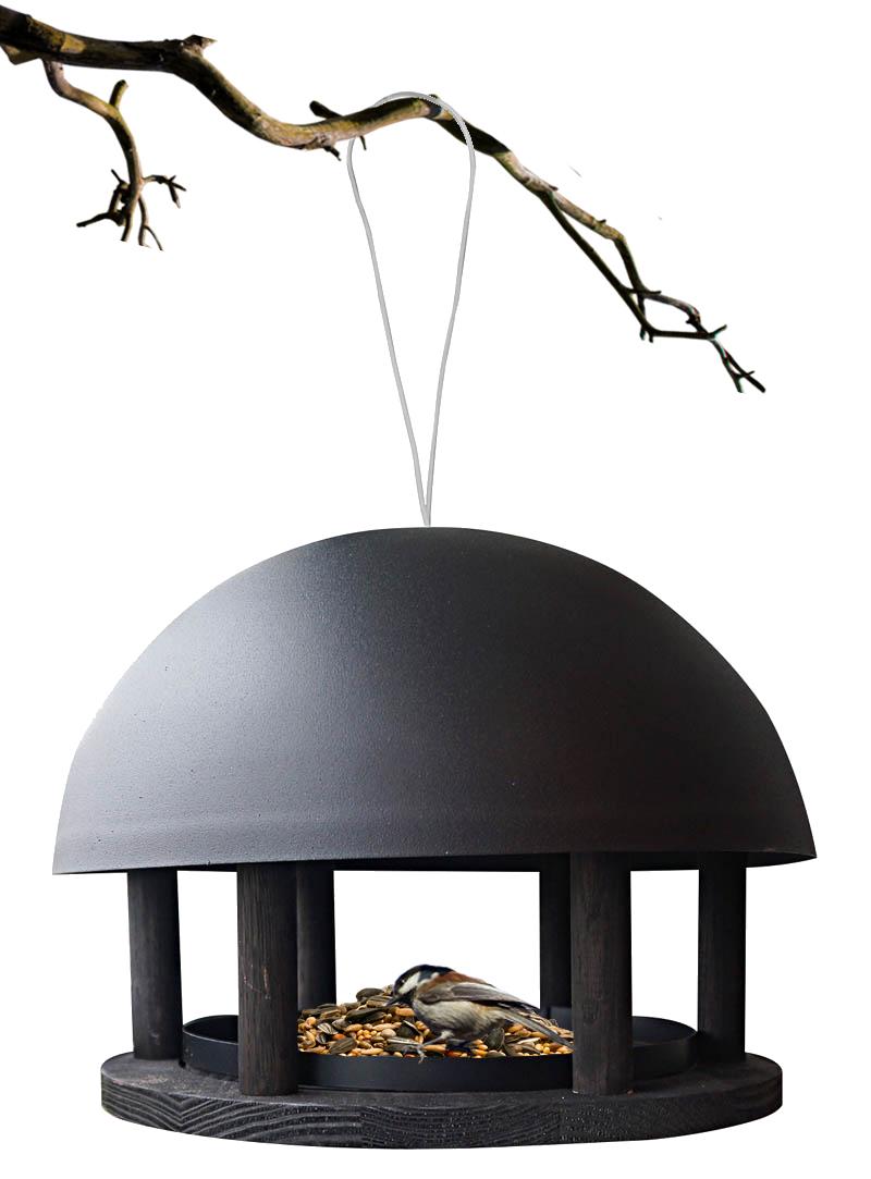 Foderhus Dome, sort træ og pulverlakeret stål – hængende